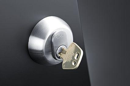 Serie_1200_nøgle_og_oval_cylinder_sort_dør